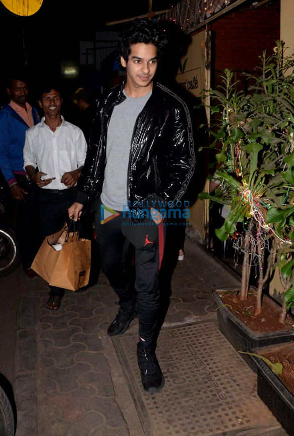 Ishaan Khatter snapped at Farmers' Cafe (3)