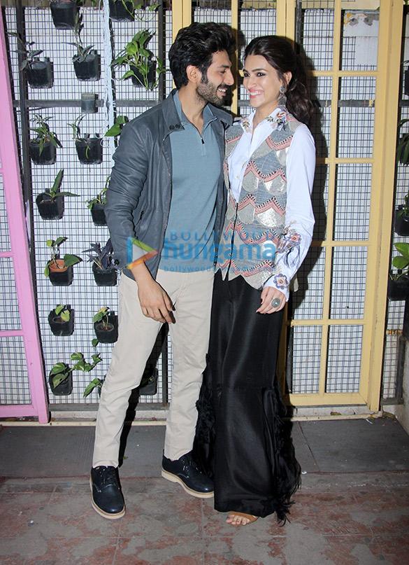 Kartik Aaryan and Kriti Sanon during Luka Chuppi promotions at Bombay Adda (3)