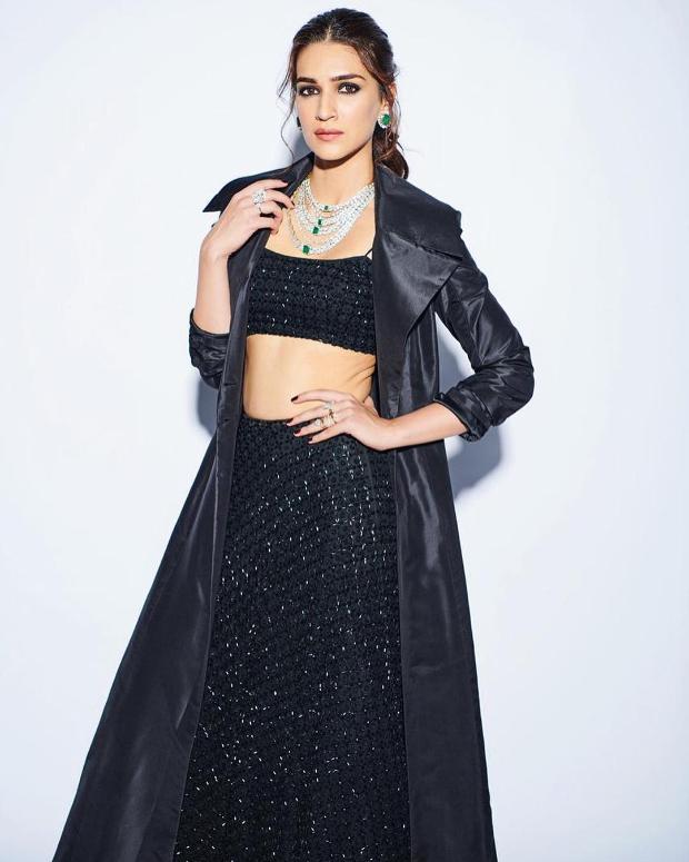 Kriti Sanon in Sunaina Khera for Umag 2019 Mumbai Police Show (3)