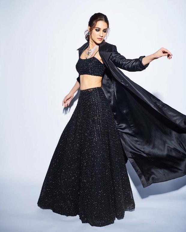 Kriti Sanon in Sunaina Khera for Umag 2019 Mumbai Police Show (6)