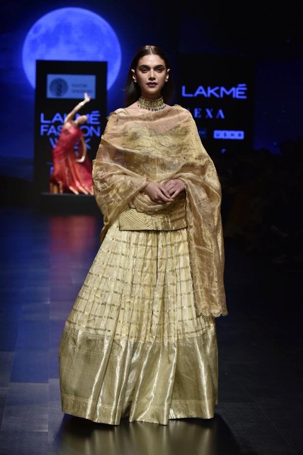 Aditi Rao Hydari for Sailesh Singhania at LFW 2019 Summer_Resort (2)