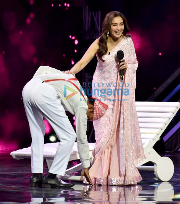 Anil Kapoor and Madhuri Dixit snapped promoting 'Total Dhamaal' on sets of Super Dancer Chapter 3 (2)