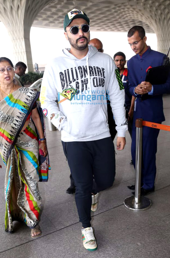 Arjun Kapoor, Virat Kohli, Anushka Sharma and others snapped at the airport