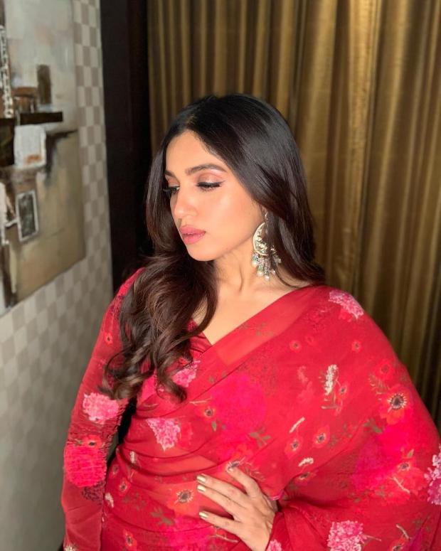 Bhumi Pednekar in Arpita Mehta concept ruffle saree for Sonchiriya promotions (1)