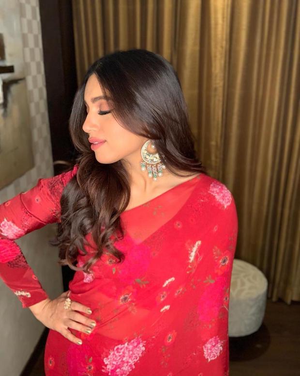 Bhumi Pednekar in Arpita Mehta concept ruffle saree for Sonchiriya promotions (4)