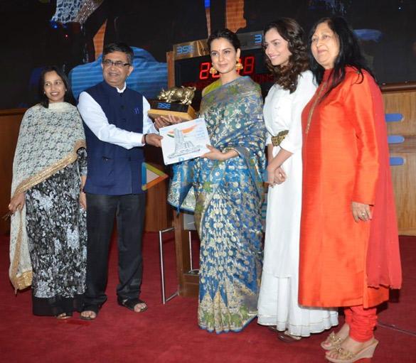 Kangana Ranaut and Ankita Lokhande snapped at Bombay Stock Exchange in Fort (5)