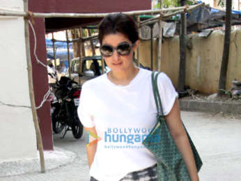 Kareena Kapoor Khan, Amrita Arora & Twinkle Khanna snapped at the gym