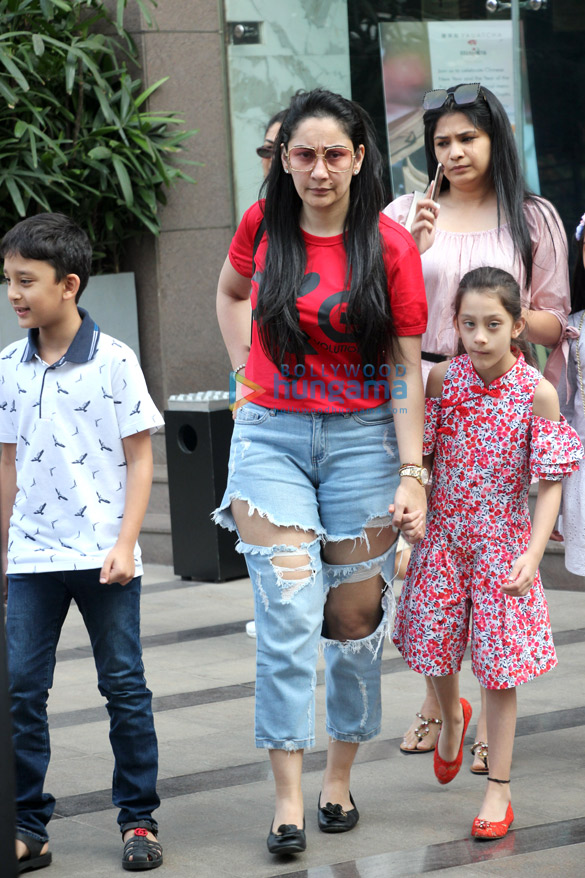 Manyata Dutt, Diana Penty and Natasha Dalal spotted at Yauatcha in BKC (1)