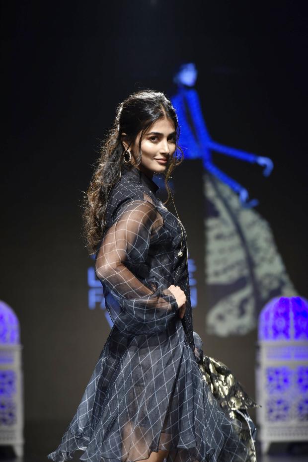 Pooja Hegde for Saaksha and Kinni at LFW 2019 Summer_Resort (3)