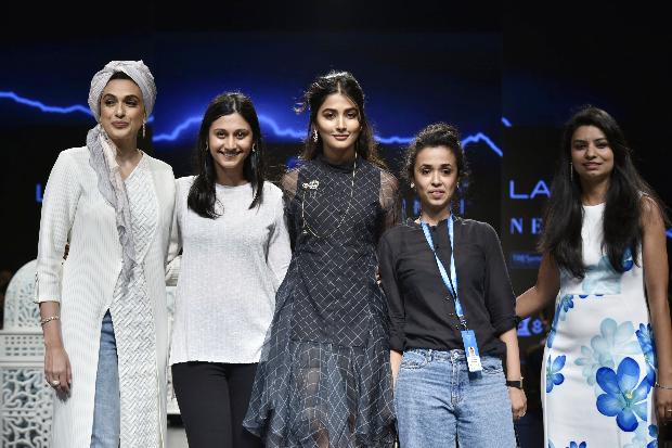 PoojAa Hegde for Saaksha and Kinni at LFW 2019 Summer_Resort (4)