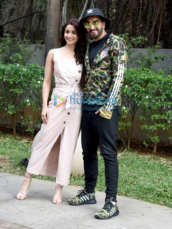 Ranveer Singh and Alia Bhatt snapped promoting their film Gully Boy (6)