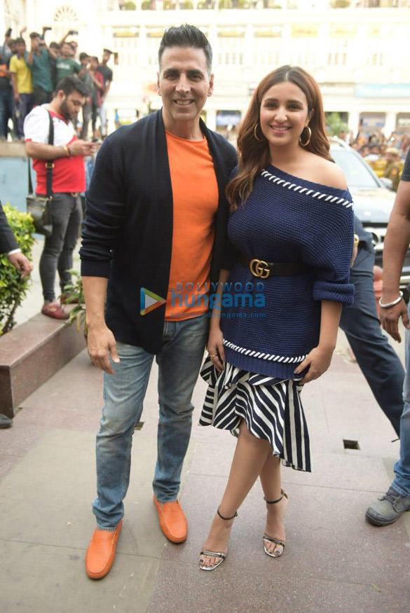 Akshay Kumar and Parineeti Chopra snapped during Kesari promotions in Delhi (1)