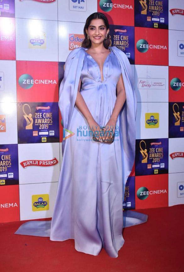 Celebs grace Zee Cine Awards 2019 (10)-0123