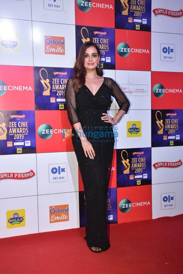 Celebs grace Zee Cine Awards 2019 (12)-01
