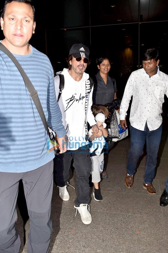 Salman Khan, Kareena Kapoor Khan, Esha Gupta and others snapped at the airport2 (2)