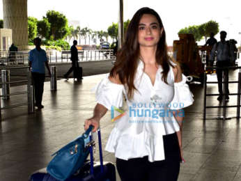 Salman Khan, Sunny Leone, Katrina Kaif and others snapped at the airport