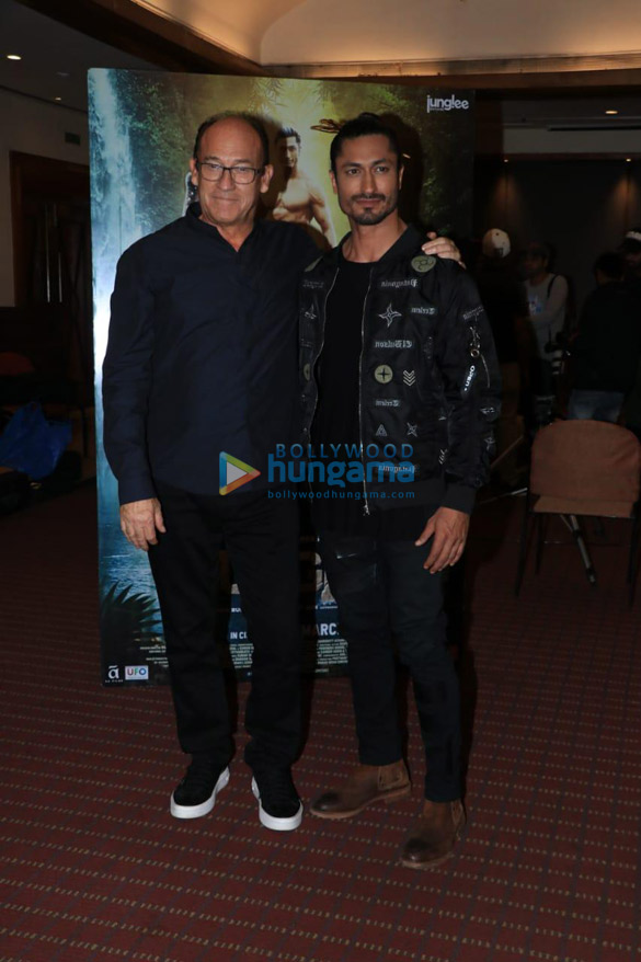Vidyut Jammwal and Hollywood Director Chuck Russell snapped at Raheja Classique Club, Andheri West while promoting Junglee (2)
