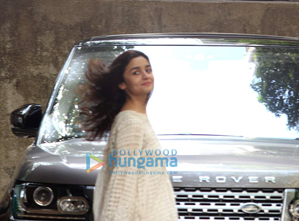 Alia Bhatt spotted at Sanjay Leela Bhansali's office in Juhu (1)