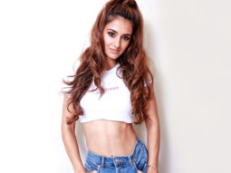 Just when we thought Disha Patani couldn't be more perfect, she effortlessly executes a backflip proving us wrong! (Watch video)