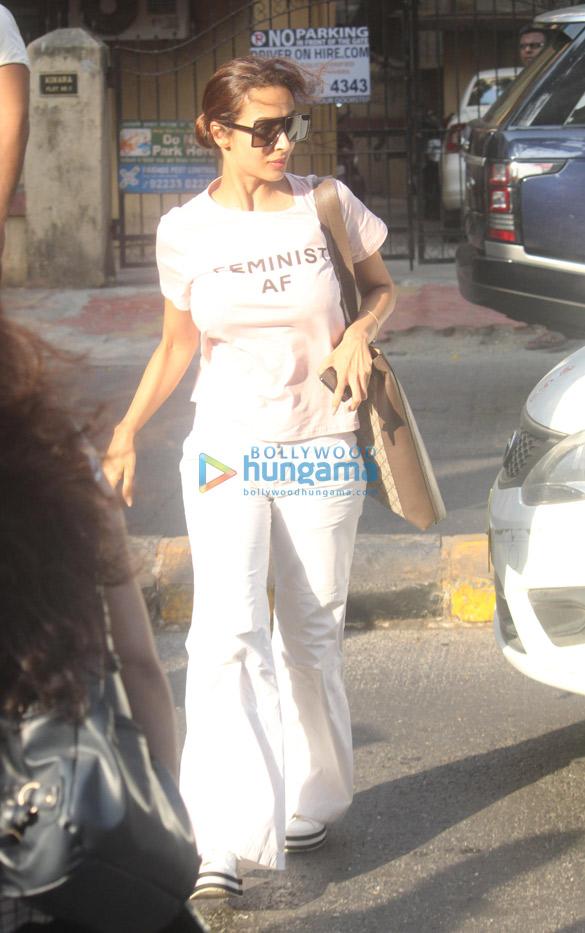 Malaika Arora and Arjun Kapoor spotted at Lilavati Hospital in Bandra (2)