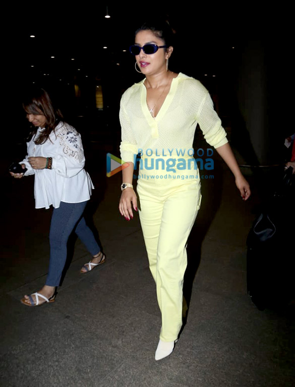 Priyanka Chopra Jonas, Pooja Chopra and others snapped at the airport