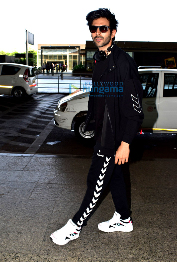 Rajinikanth, Sanya Malhotra and Kartik Aaryan snapped at the airport (3)