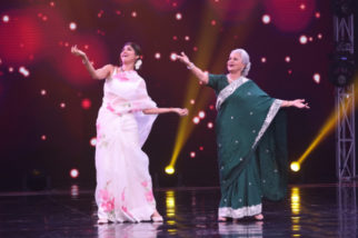 Shilpa Shetty grooves with Waheeda Rahman on 'Aaj Phir Jeene Ki Tamanna Hai'