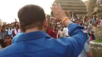 WATCH: Salman Khan thanks his fans and police while shooting for Dabangg 3 at Narmada ghat