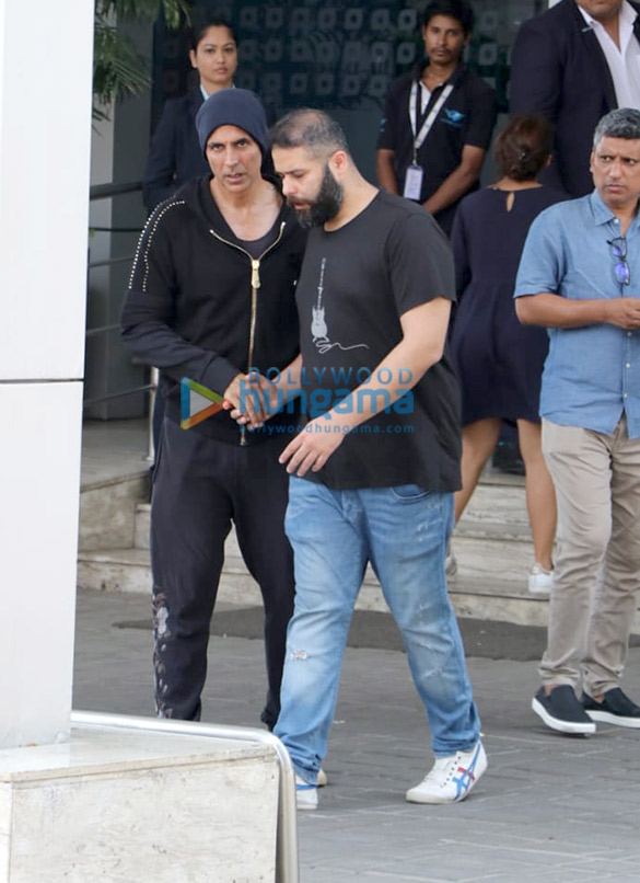 Akshay Kumar, Kangana Ranaut and others snapped at the airport (1)