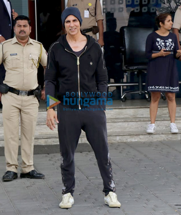 Akshay Kumar, Kangana Ranaut and others snapped at the airport (2)