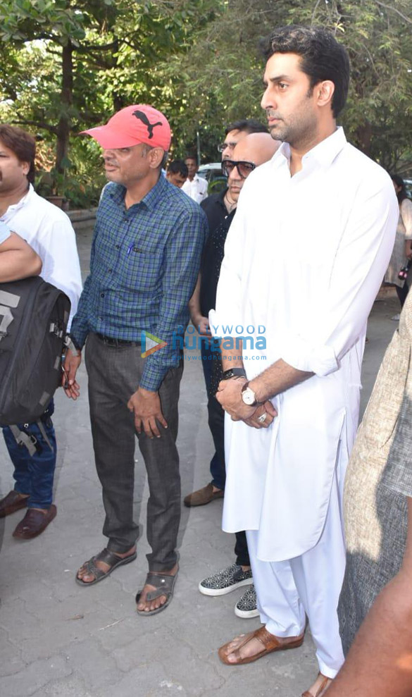Celebs snapped at Ajay Devgn's house arriving to pay their condolence (125)