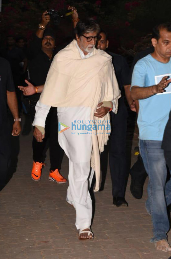 Celebs snapped at Ajay Devgn's house arriving to pay their condolence (1341)