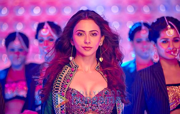 De De Pyaar De Movie Stills Bollywood Hungama