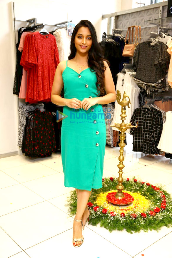 KGF actress Srinidhi Shetty relaunches Max store in Bangalore (5)