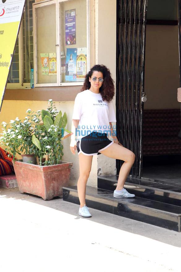 Kangana Ranaut spotted for her Kabaddi rehearsals at St Andrews in Bandra (5)