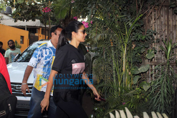 Katrina Kaif, Aditi Rao Hydari and others spotted at Physioflex in Versova (1)