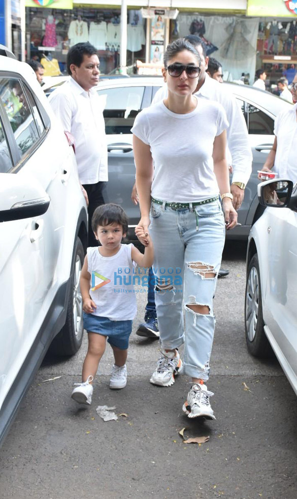 Photos Kareena Kapoor Khan and Taimur Ali Khan spotted in Bandra (1)