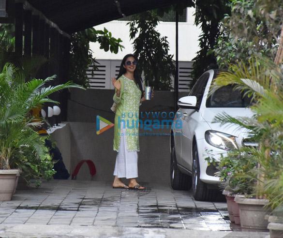 Photos Kiara Advani spotted in Andheri (3)