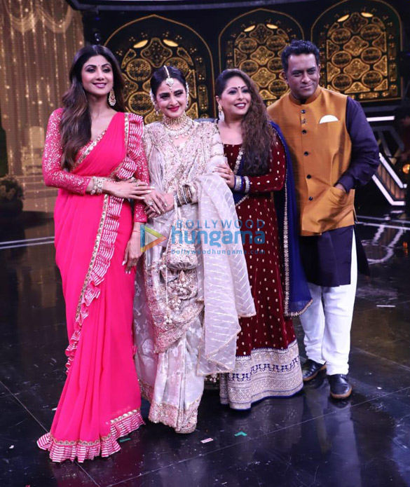 Photos Rekha snapped on the sets of Super Dancer Chapter 3 (5)