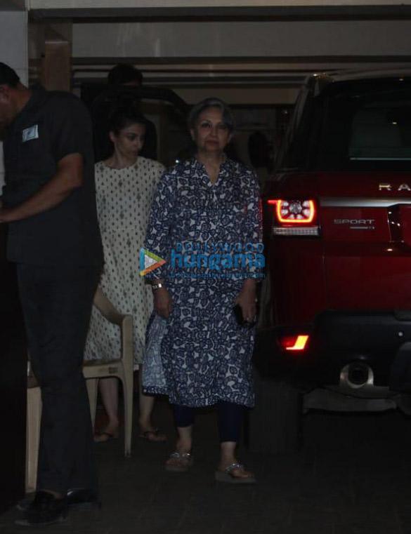 Photos Sara Ali Khan, Soha Ali Khan, Sharmila Tagore and Ibrahim Ali Khan spotted at Saif Ali Khan's house (3)