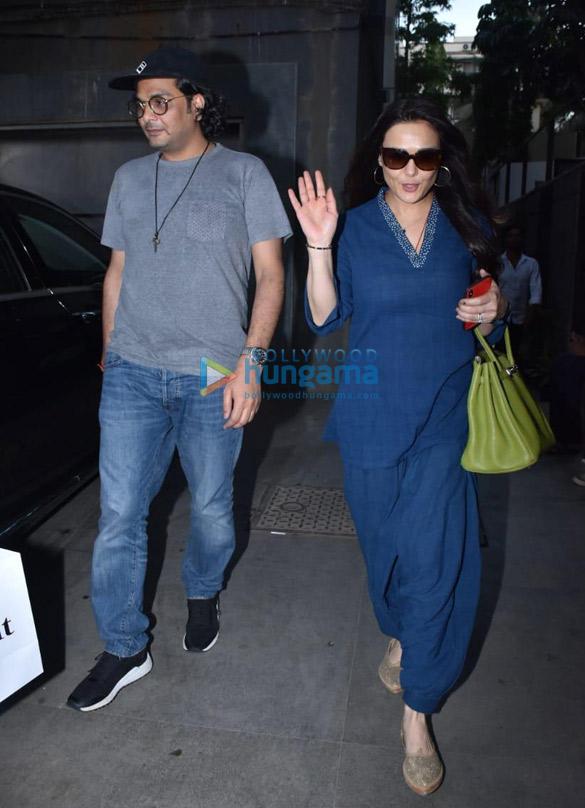 Preity Zinta snapped at Mukesh Chhabra's office in Juhu (1)