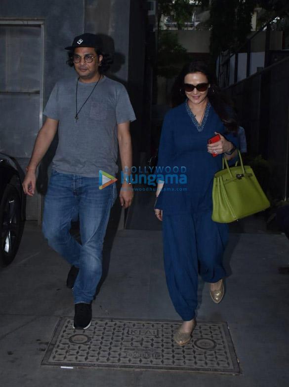 Preity Zinta snapped at Mukesh Chhabra's office in Juhu (2)