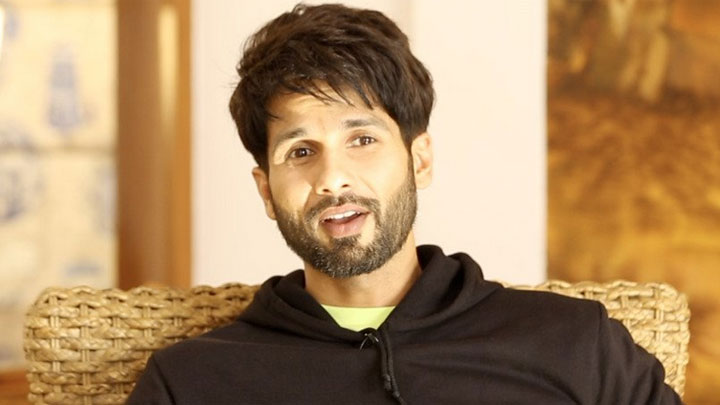 "Shahid Kapoor ""Every Actor at Some Level Wants to be DIRECTOR"" Kabir Singh Twitter Fan Que"