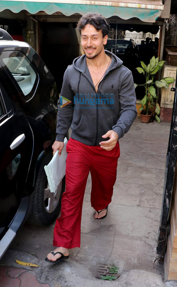 Tiger Shroff snapped outside the gym (3)