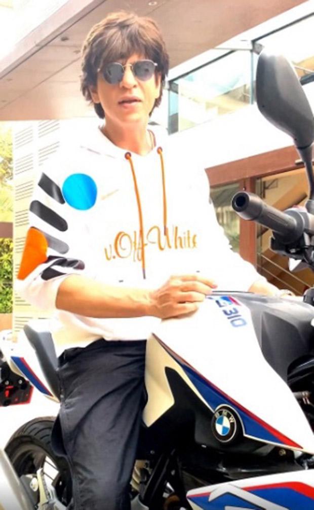 27 Years Of Shah Rukh Khan: This video of SRK recreating Deewana's bike scene will forever remain iconic
