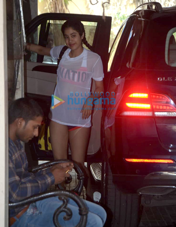 Photos Janhvi Kapoor snapped at the gym (2)