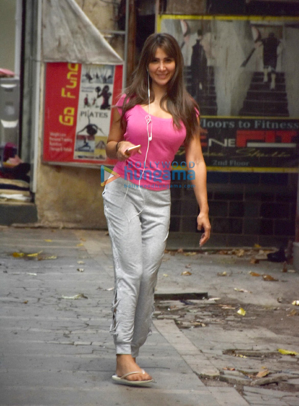 Photos: Kim Sharma spotted after dance rehearsal in Khar