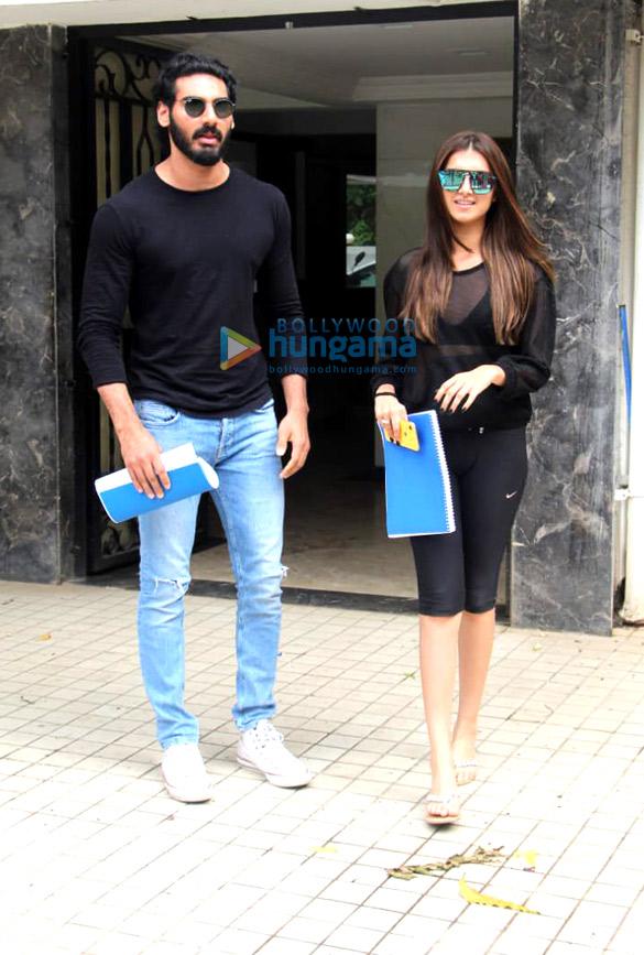 Photos RX 100 stars Ahan Shetty & Tara Sutaria spotted at Sunny Ville, Bandra (2)