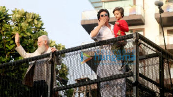 Photos: Shah Rukh Khan snapped greeting fans at Mannat during Eid celebration