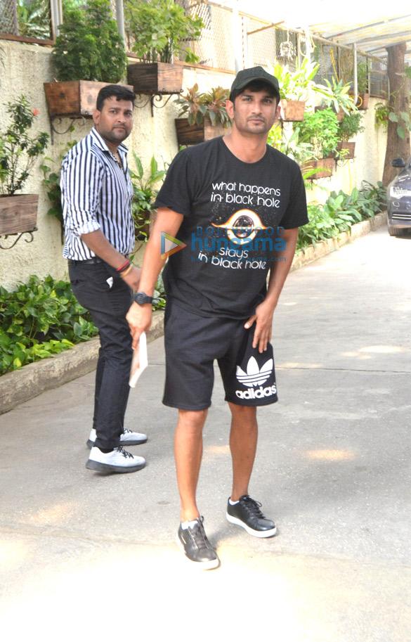 Photos Sushant Singh Rajput snapped in Mumbai (2)